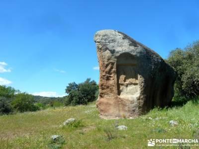 Piedra Escrita Diosa Diana; viajes octubre; fiesta almudena;ropa de montaña